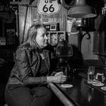 Eenzaam in het café